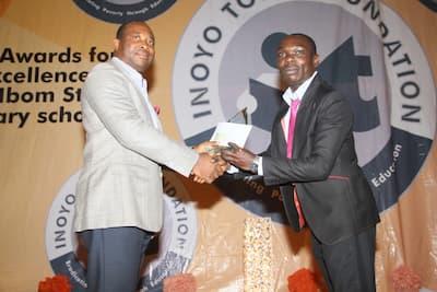 Mr Aniekan Willie presenting the award to the 2nd prize winner Mathematics, Uduak Charles Udoaka