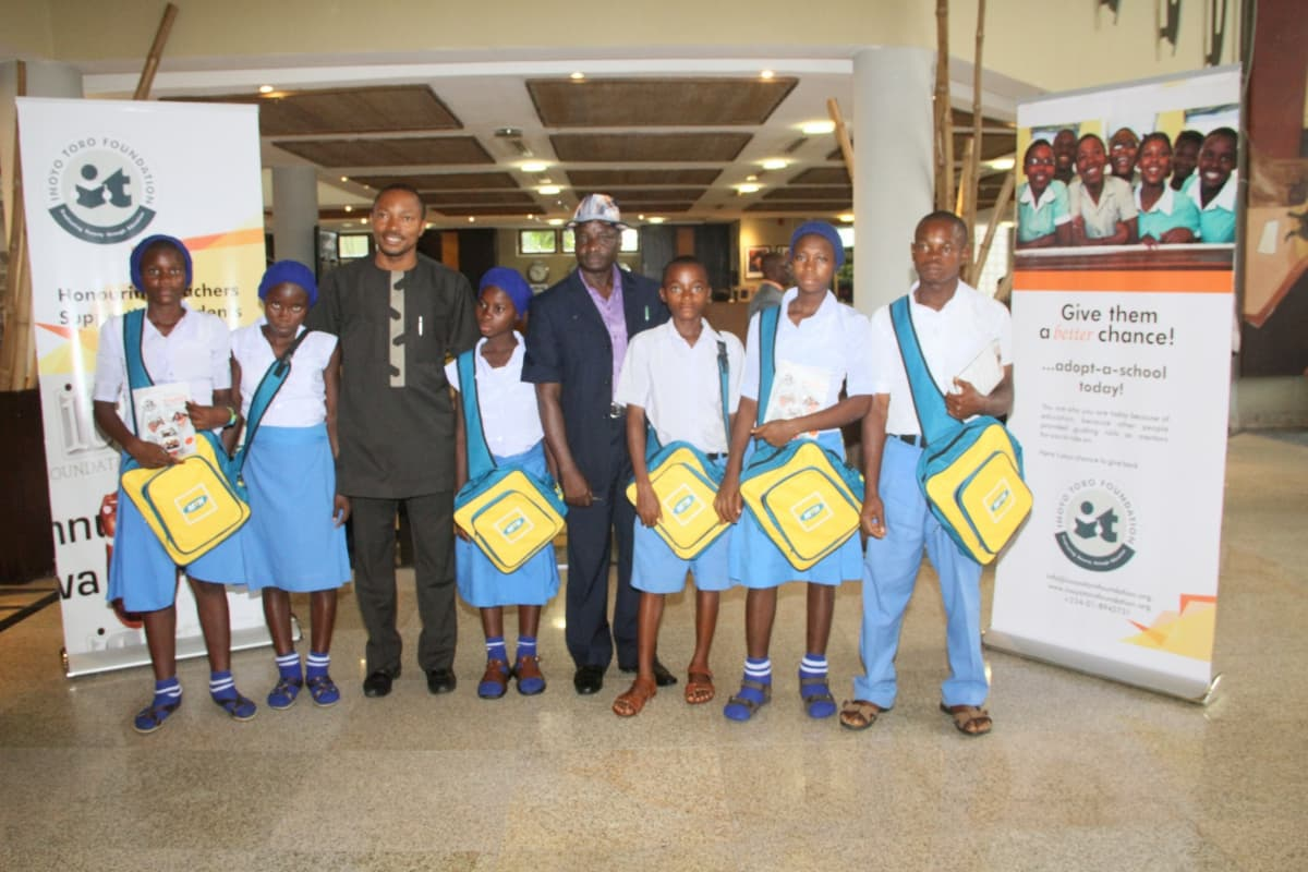 Students of Western Annang Secondary Commercial School, Ukanafun and their mentor, Nkekere Udom (3rd left)