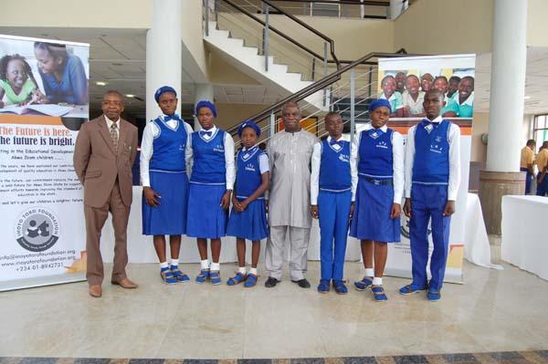 Students of Ekparakwa Community High School, Ekparakwa, Oruk-Anam LGA and their mentor representing UFOK Ephraim Etokudo