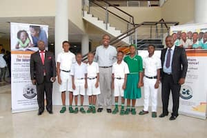 Students of Etinan Institute, Etinan and their mentor Dr Chidi Eneogwe (c)