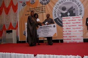 Dr Emmanuel Ekuwem (L) presenting the award to the 1st prize winner Chemistry, Okon Sunday Bassey