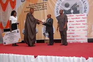Dr Emmanuel Ekuwem presenting the award to the 2nd prize winner Chemistry, Enoch Harry Esong