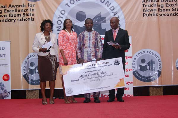 Mrs Iyabo Akai (2nd right) of Strass Corp Limited (sponsors of Fine Arts Awards) with the award winners in Fine Arts