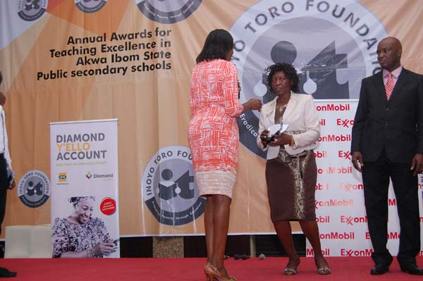 Mrs Iyabo Akai (L) presenting the award to the 3rd prize winner Fine Arts, Affiong Victor Bassey