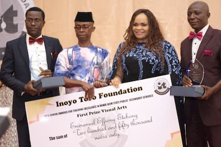 L-R: TRUST PETER - 2ND POSITION VISUAL ARTS; EMMANUEL EFFIONG ETEBONG - 1ST POSITION VISUAL ARTS; MRS MFON EKPO - AWARD PRESENTER AND MR INYANG SUNDAY - 3RD POSITION