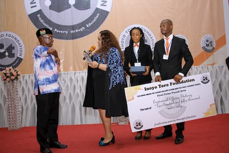 MR EMMANUEL EFFIONG ETEBONG 1ST POSITION VISUAL ARTS RECEIVING HIS AWARD FROM MRS MFON EKPO