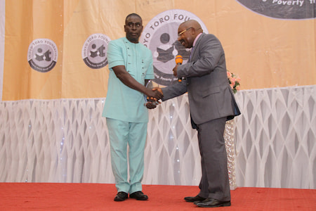 MR IDEM UDO 2ND POSITION PHYSICS  RECEIVING HIS AWARD