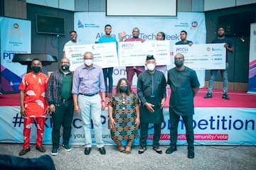 Mr. Udom Inoyo, Mr. Hanson Johnson, and the Panel of Judges with the winners